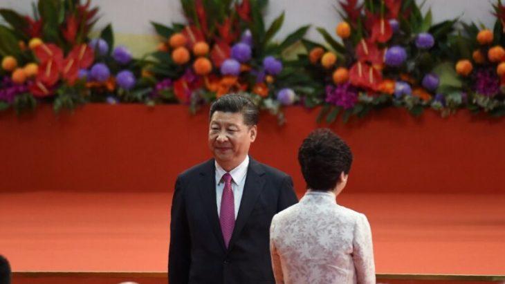このほど、中国政府高官は香港大紀元に対して、香港選挙の大敗について習近平氏ら指導部はショックを受けていると語った(ANTHONY WALLACE/AFP/Getty Images)