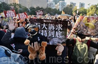 12月8日、香港市民80万人が、10日の世界人権デーに合わせてデモ行進を行い、香港政府に対して5大要求の実現を求めた(宋碧龍/大紀元)