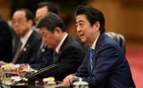 2019年12月23日、北京で習近平主席と会談する安倍晋三首相(Noel Celis - Pool/ Getty Images)