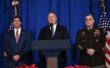 2019年12月29日、米フロリダ州で会見を開くポンペオ国務長官(中央)、エスパー国防長官(左)、ミレー陸軍参謀総長(右)(GettyImage)