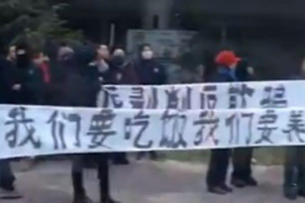 米RFAの報道によれば、中国軍需企業の西安飛機工業集団で社員が年金問題をめぐって抗議活動を行った(スクリーンショット)