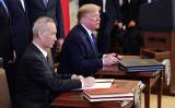1月15日、米ホワイトハウスで中国の劉鶴副首相とトランプ米大統領が貿易交渉の第1段階合意に調印した( MANDEL NGAN/AFP via Getty Images)