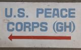 ガーナ共和国の米平和部隊事務所に掛かっている看板(flickr)