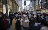 新型肺炎が猛威を振るう中、銀座でマスクをつけている中国人観光客(Tomohiro Ohsumi/Getty Images)