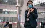 写真は2020年1月26日、保護ゴーグルとマスクを付ける香港空港職員(GettyImages)
