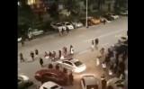 四川省成都で震度5の地震が発生した。屋外へ出る市の住民たち(全智勝 @MgOqkzLBRPLCHyNより)