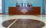 2月2日、カザフスタン外相と共同記者会見を開くポンペオ米長官(GettyImages)