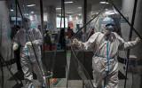 中国武漢市の紅十字会医院内の様子 (HECTOR RETAMAL/AFP via Getty Images)