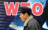 2001年、北京で撮影。世界貿易機関の加盟を歓迎する広告(GettyImages)