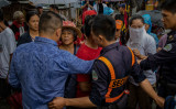フィリピンのカジノ業界に中国外資や労働者が増加している。2019年8月、カジノリゾート建設による土地収用で、4000人あまりの住民が抗議活動を行う(GettyImages)