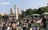 四川省広元市では2月21日、多くの市民が利州広場に出かけた(ネット写真)