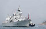 2018年5月3日、香港のビクトリア・ハーバーに停泊するマジェステス・カナディアン・シップ(HMCS)・バンクーバー号(ANTHONY WALLACE/AFP via Getty Images)