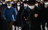 写真は3月1日、東京品川駅でマスクを着用している通勤客ら(GettyImage)