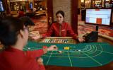 フィリピンのカジノで中国人従業員が急増している。写真は2013年3月14日、マニラのカジノで撮影したもの(TED ALJIBE/AFP via Getty Images)