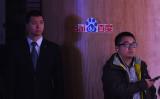 中国検索大手・百度(バイドゥ)の記者会見に臨むジャーナリストと、会場内の警備員。参考写真(GettyImages)