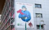 伊メディアは、中国外務省報道官が偽ニュースを拡散していると指摘した。写真は3月16日、ベルガモのパパ・ジョバンニ23世病院に掲げられたポスター、参考写真(GettyImages)