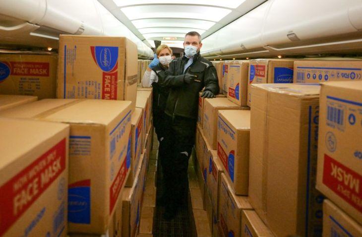 チェコの衛生保健専門家は、中国から届いた新型コロナウイルス検査キットの判定はエラー率8割だと指摘した。写真は、スロバキアに送付された中国の医療支援品(GettyImages)