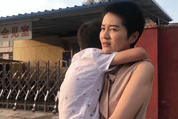 王全璋弁護士の妻、李文足さんと息子(ツイッターより)