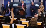 2020年4月6日、ホワイトハウスで記者会見に臨むトランプ米大統領(Getty Images)