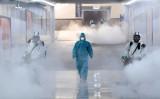 中国・湖南省長沙市で中共ウイルスの消毒作業を行うスタッフ(2020年2月4日) (cnsphoto via Reuters)
