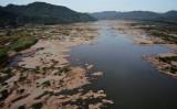 2019年10月、ラオスで撮影された、水量が少ないメコン川支流(GettyImages)
