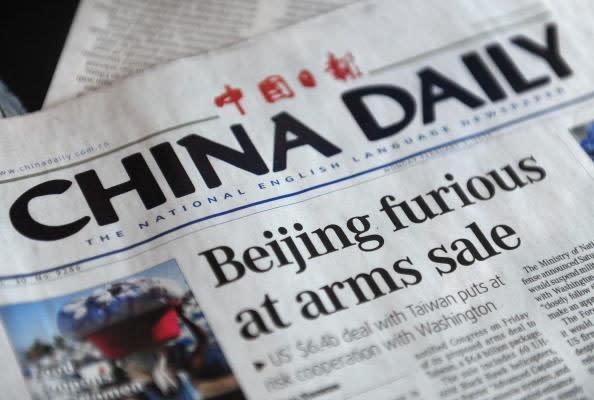 英紙デイリー・テレグラフはこのほど、中国国営英字紙「チャイナ・デイリー」が提供した記事コンテンツを削除した。写真はチャイナ・デイリー紙(Photo credit should read FREDERIC J. BROWN/AFP/Getty Images)