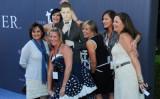 マイケル・ブーブレの写真を取り囲む女性たち(Steve Jennings/Getty Images For Beringer Vineyards)