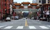 中共ウイルス(新型コロナウイルス)拡散防止のために人通りが少なくなっている、ワシントンDCのチャイナ・タウン。3月28日撮影(GettyImages)
