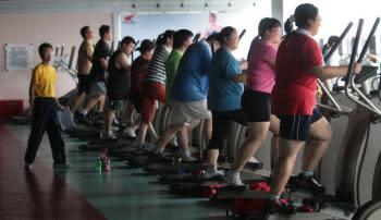 減量プログラムに参加する子どもたち=2007年7月、江蘇省南京で(Photo by China Photos/Getty Images)