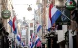 オランダの台湾事務所が名称変更した。中国共産党政府は反発し、「ネットユーザーがオランダ製品のボイコットを始めている」と報じた。写真は、王の日を祝うために国旗を掲げる店舗の多いハーグ市内の様子(GettyImage)