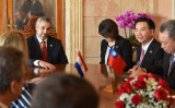 米紙によれば、南米パラグアイ上院は台湾との国交断絶を否決した。写真は2019年10月、台湾の呉外交部長がビジネス団を連れて同国を訪問し、マリオ・アブド・ベニテス大統領と会談した(Getty Images)