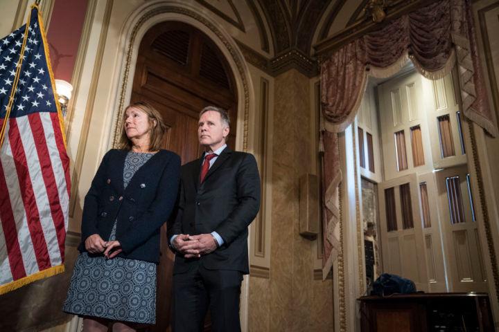 2019年12月、 オットー・ワームビア北朝鮮核制裁および履行法案が可決した。ワームビアさんの両親がホワイトハウスで謝意を述べた(Getty Images)