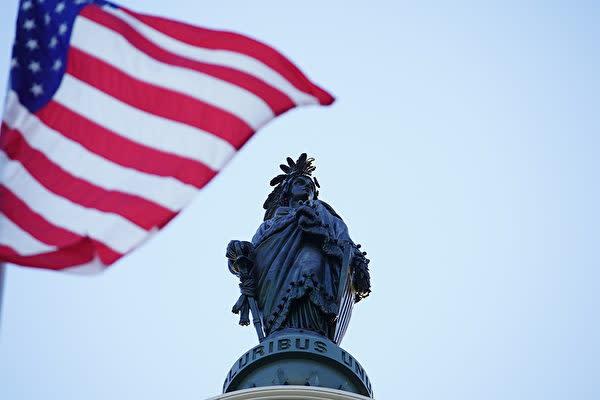 アメリカ国会は世界法輪大法デーに国旗を掲揚した(York DU/大紀元)
