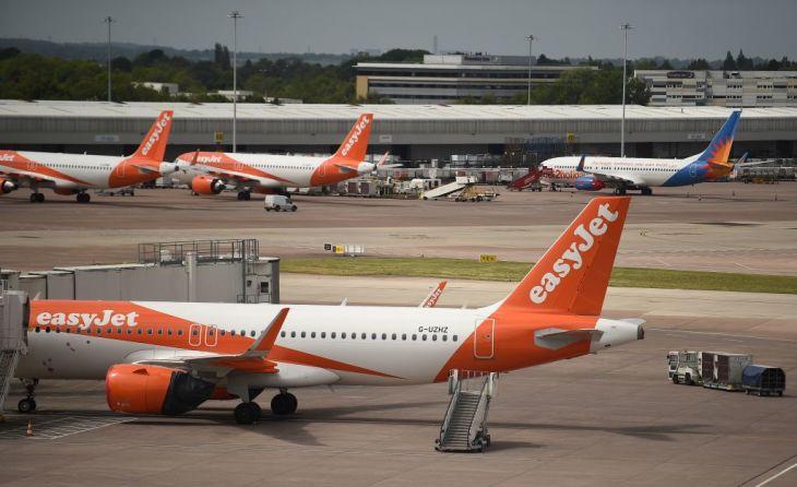 英格安航空イージー・ジェット、900万人分の顧客情報が流出したと発表した。中国ハッカー集団の関与が疑われる。写真は3月、マンチェスター空港に待機するイージー・ジェットの旅客機(Getty Images)