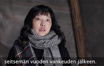 フィンランド国営放送・YLEの取材に応じた中国系市民(スクリーンショット)