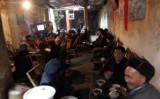 お茶をこよなく愛する中国の人々=四川省成都で(Getty Images)