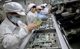 スイス金融大手UBSの最新調査によれば、76%の企業が中国から他国への生産移管を検討している(AFP)