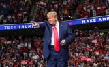 韓国アイドルのファンやTikTokのユーザーたちは、米大統領の集会でチケット数十万枚分を空予約するといういたずらを実行した。2020年6月21日、タルサのBOKセンターでトランプ大統領は演説した(GettyImages)