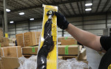米税関は強制労働の疑いで、中国から輸入された人の毛髪の製品13トンを押収した(U.S. Customs and Border Protection)