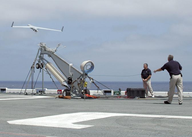 米ボーイング社の子会社Insituが製造した無人偵察機スキャンイーグル(US Navy Photo)
