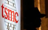 報道によれば、半導体委託製造の世界最大手TSMCを、日本は誘致する。TSMCのロゴ(GettyImages)