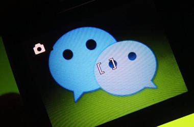 トランプ米大統領は6日、中国人気通信アプリ「微信(WeChat)」との取引を禁止する大統領令に署名した(大紀元資料室)