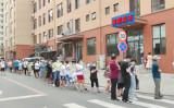 ネットユーザーによると、大連市内の各地のPCR検査所に市民が長蛇の列をつくった(スクリーンショット)