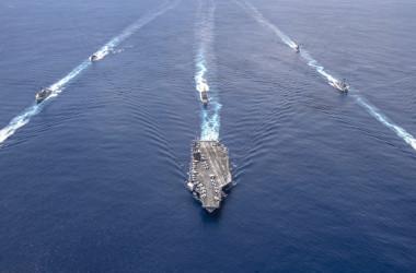 米ニミッツ (USS Nimitz, CVN-68)空母打撃群は7月20日、インド洋で、インド海軍と合同演習を行った(U.S. Navy photo by Mass Communication Specialist 2nd Class Donald R. White, Jr.)