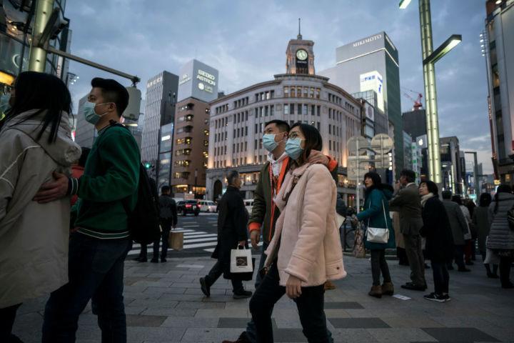 2020年1月、中国便が閉鎖する前、銀座を歩く中国人観光客(GettyImages)