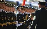 2018年、安倍晋三首相の訪中歓迎式を準備する中国軍女性兵士たち(GettyImages)