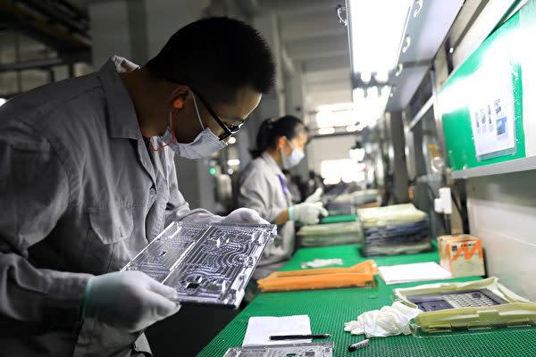 中国、北アジア、米国での起業家アンケート調査では、調査対象企業の60%、85%、76%が、生産能力の一部を中国から移転したか、または移転する予定があると回答している