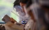 教室で読書する小学生たち。6月、栃木県日光市で撮影(Philip FONG /AFP/GettyImages)
