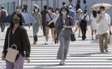 写真は2020年8月4日、東京都内でほとんどの通行人がマスクを着用している(Yuichi Yamazaki/Getty Images)