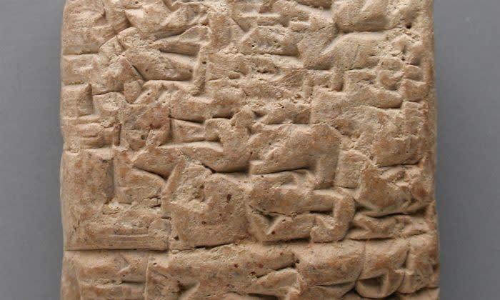 ロサンゼルス郡立美術館に展示されるくさび形文字の書かれた粘土板。これに似た粘土板が、ひどいサービスへの苦情を伝えていた(Wikimedia Commons)